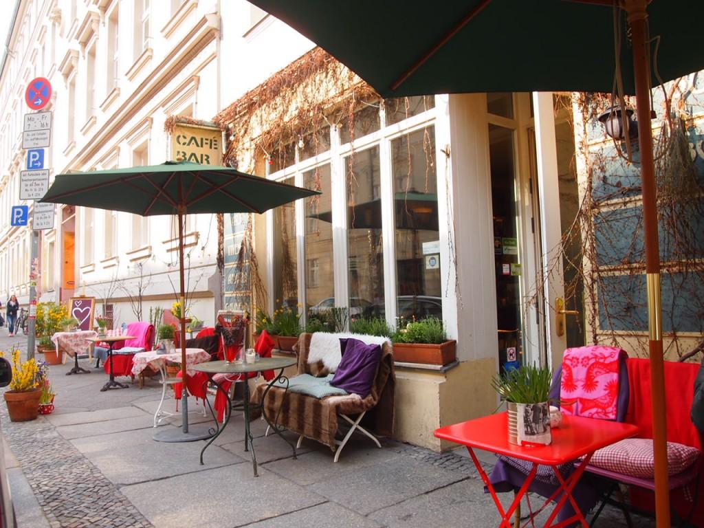 P3290387 1024x768 文学少女が好きそう!本に囲まれたベルリンのカフェでドイツ式の朝食