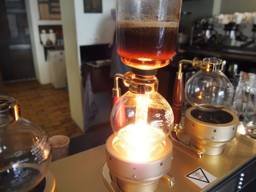 P6205336 1024x768 ベルリンのカフェ動画がとにかくスゴい!サイフォンコーヒーを飲みに行ってきた!