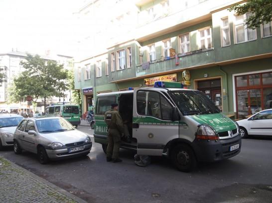 P6245727 546x409 警察に封鎖されていたベルリンのオシャレなカフェ、その理由とは?
