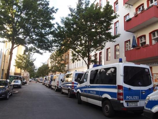 P6245729 546x409 警察に封鎖されていたベルリンのオシャレなカフェ、その理由とは?