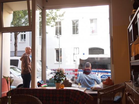 P6245750 546x409 警察に封鎖されていたベルリンのオシャレなカフェ、その理由とは?