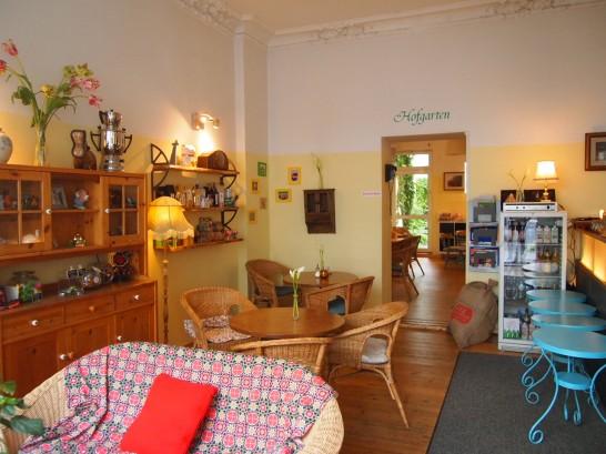 P6245755 546x409 警察に封鎖されていたベルリンのオシャレなカフェ、その理由とは?