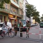 警察に封鎖されていたベルリンのオシャレなカフェ、その理由とは?