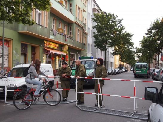 P6245758 546x409 警察に封鎖されていたベルリンのオシャレなカフェ、その理由とは?