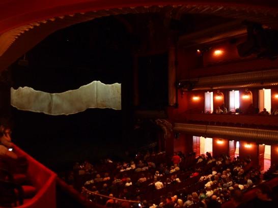 P6255806 546x409 ベルリン演劇「戦火の馬」、幕後に衝撃の展開が待っていた!?