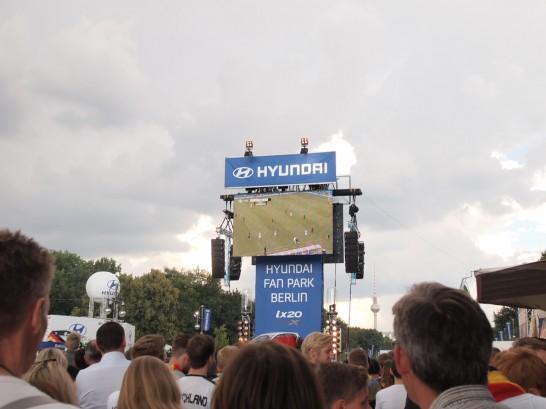 P6265940 546x409 W杯ドイツ・アメリカ戦をベルリンのパブリックビューイングで観戦したらどうなるか?