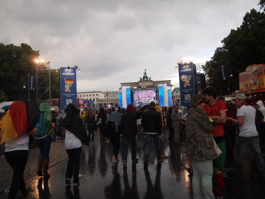 P6265979 546x409 W杯ドイツ・アメリカ戦をベルリンのパブリックビューイングで観戦したらどうなるか?