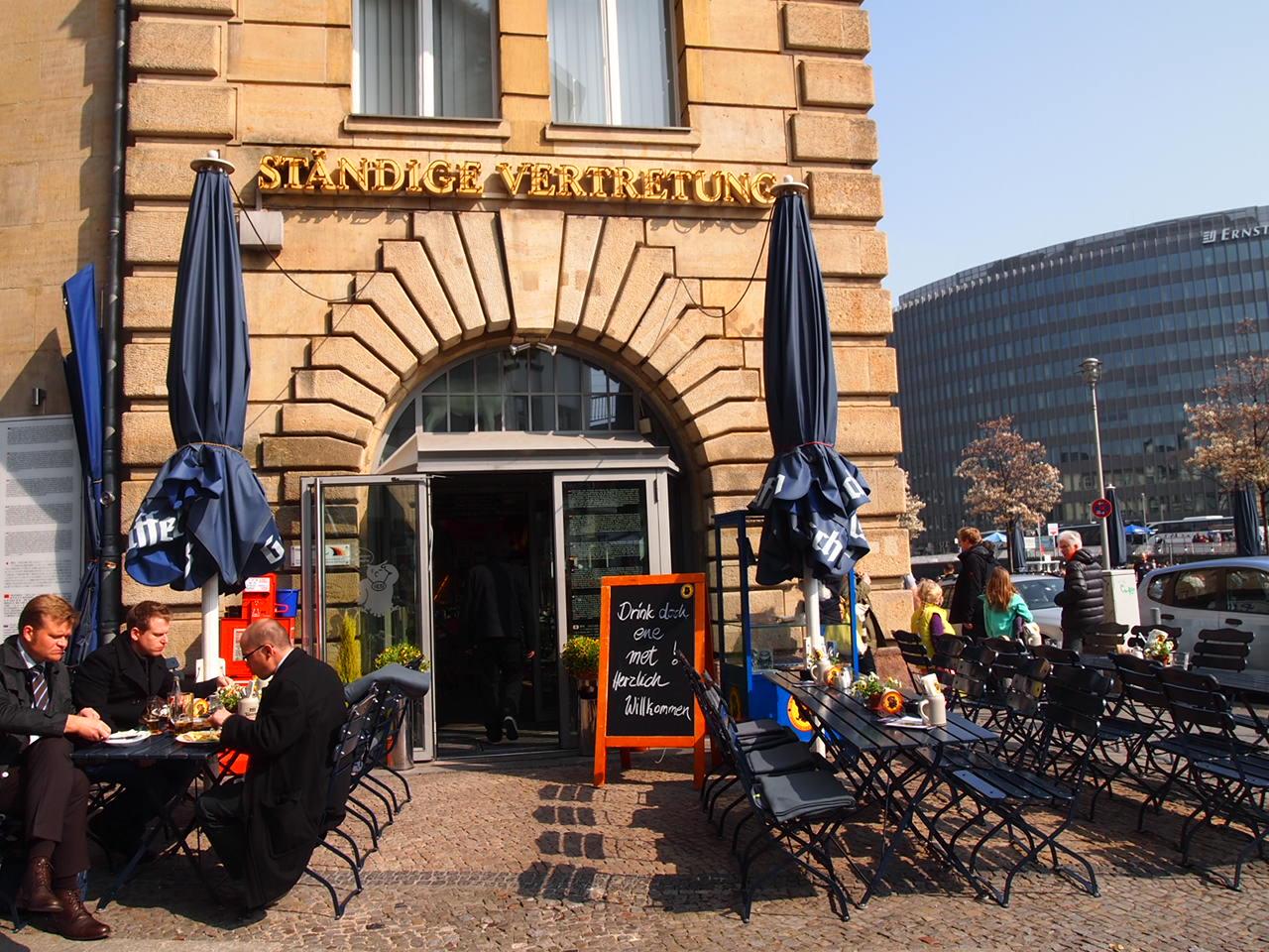 ベルリンのピザが旨い!フラムクーヘンとケルンビールを楽しめるおすすめレストラン