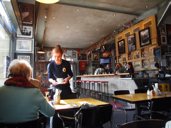 P3290409 546x409 ベルリンのピザが旨い!フラムクーヘンとケルンビールを楽しめるおすすめレストラン