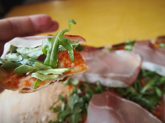 P3290416 546x409 ベルリンのピザが旨い!フラムクーヘンとケルンビールを楽しめるおすすめレストラン