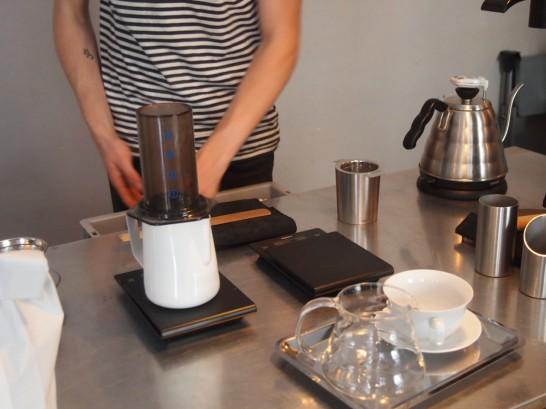 P6306150 546x409 衝撃、まるでコーヒー工房!地元で大人気のベルリンのカフェ!