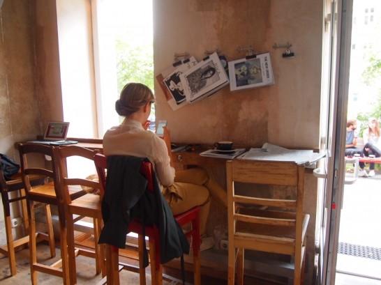 P6306151 546x409 衝撃、まるでコーヒー工房!地元で大人気のベルリンのカフェ!