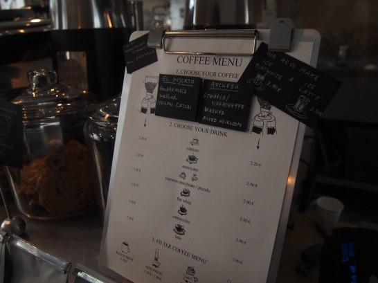 P6306159 546x409 衝撃、まるでコーヒー工房!地元で大人気のベルリンのカフェ!