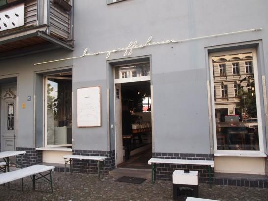 P6306168 546x409 衝撃、まるでコーヒー工房!地元で大人気のベルリンのカフェ!