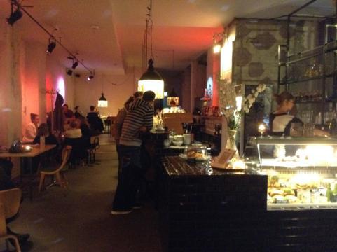 th IMG 1179 昼はアート夜はクラブ!2つの顔を持つベルリンのオシャレカフェ