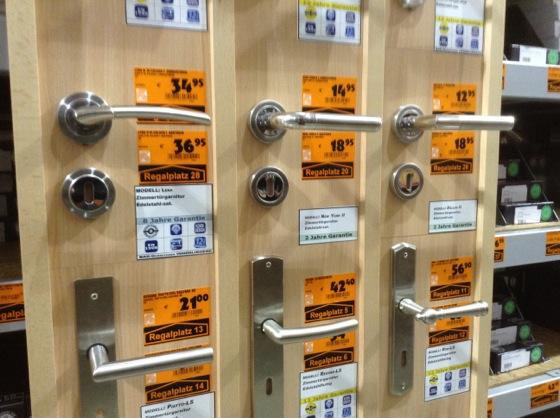 toilet11 カラフルすぎるドイツのトイレには日本でおなじみのある物がない