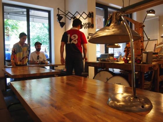 P7016278 斬新すぎるデザイン!ベルリンにあるカフェがアトリエみたい!