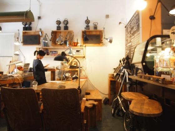 P7016302 斬新すぎるデザイン!ベルリンにあるカフェがアトリエみたい!