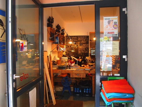 P7016314 斬新すぎるデザイン!ベルリンにあるカフェがアトリエみたい!