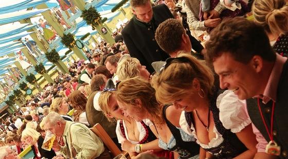10133596785 xsnowdog ドイツ・ミュンヘンのオクトーバーフェスト楽しんできた