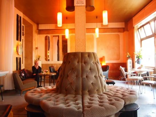 P7026448 546x409 ベルリンの可愛い部屋を満喫!レトロ家具に溢れたベルリンのカフェ