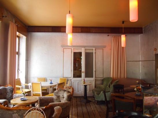 P7026464 546x409 ベルリンの可愛い部屋を満喫!レトロ家具に溢れたベルリンのカフェ