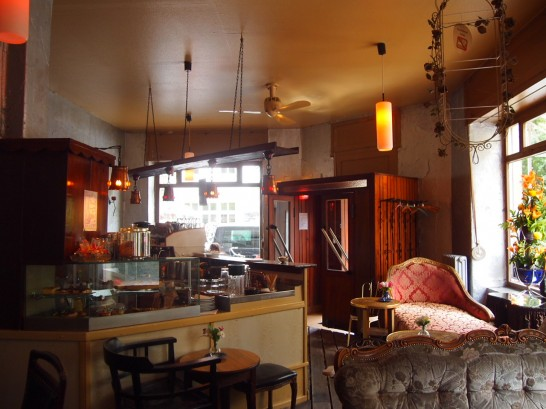 P7026467 546x409 ベルリンの可愛い部屋を満喫!レトロ家具に溢れたベルリンのカフェ