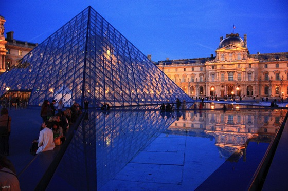 Louvre BERTHON Yvan エッフェル塔にはテレビ塔!7つのパリ魅力をベルリンに変換すると…