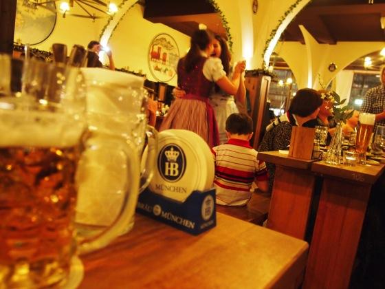 P1022998 実はベルリンにもあるドイツの有名ビアホール「ホーフブロイハウス」