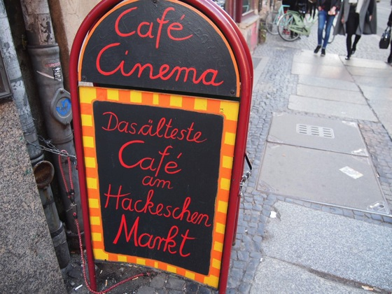 買い物の休憩に便利!ベルリンの街角にあるシネマカフェ