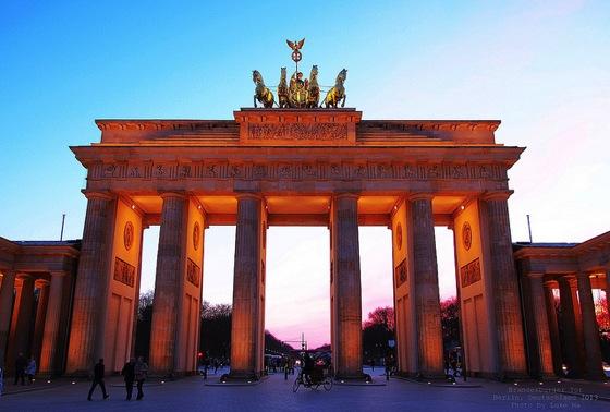 brandenburger Luke Ma エッフェル塔にはテレビ塔!7つのパリ魅力をベルリンに変換すると…