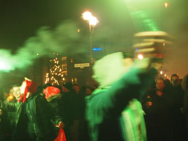 P1012922 ロケット花火で命の危機!年末にベルリンのカウントダウンに参加してみた!
