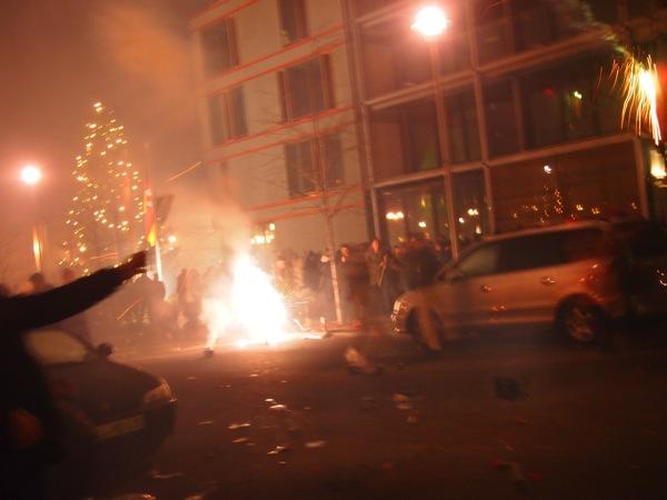 P1012924 ロケット花火で命の危機!年末にベルリンのカウントダウンに参加してみた!