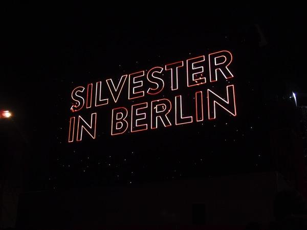 P10129581 ロケット花火で命の危機!年末にベルリンのカウントダウンに参加してみた!