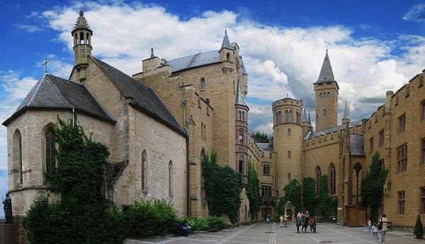 HofSchlossHohenzo Joachim Fenkes どう見てもラピュタ…天空に浮かぶホーエンツォレルン城とは?