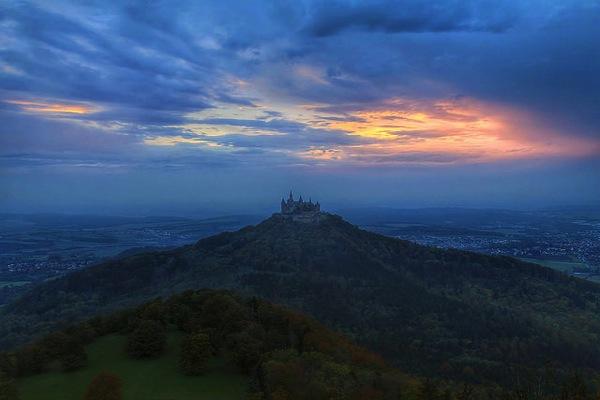Hohenzollern O Palsson どう見てもラピュタ…天空に浮かぶホーエンツォレルン城とは?