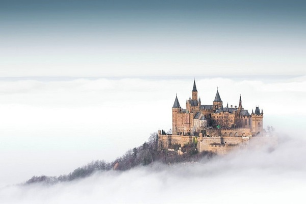 どう見てもラピュタ…天空の浮かぶホーエンツォレルン城とは?