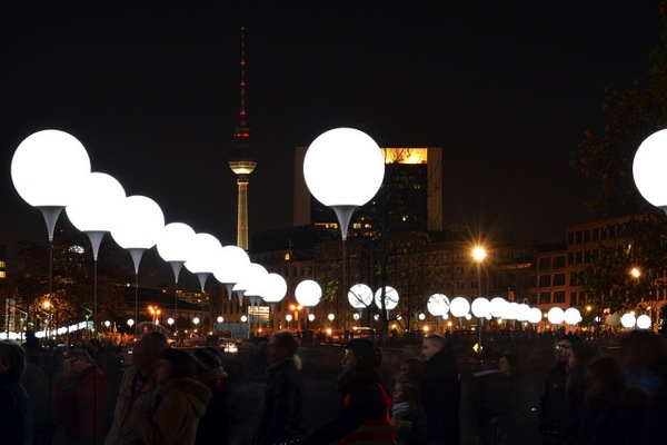Lichtgrenze chris grabert 2014年のドイツ流行語大賞から分かる昨年のドイツ事情