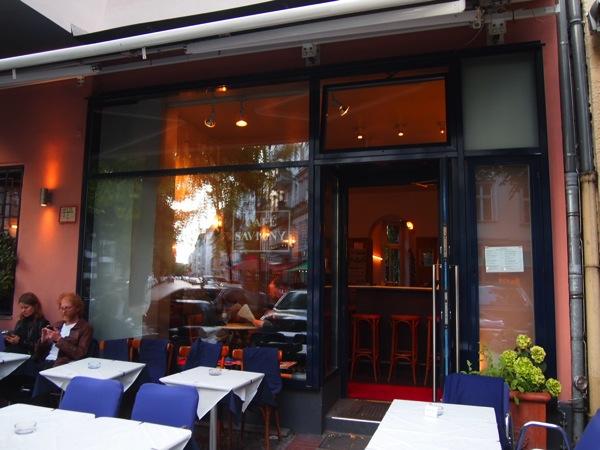 P6225606 大人の男香るベルリンのカフェ・バーに行ったらマスターがベルリン観光のコツを語ってくれた。
