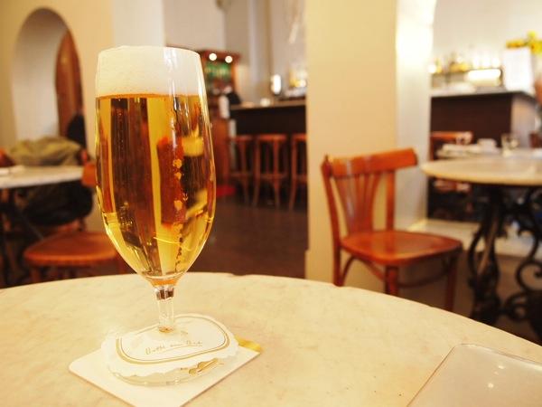 P6225615 大人の男香るベルリンのカフェ・バーに行ったらマスターがベルリン観光のコツを語ってくれた。