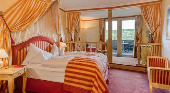 Rheinfelshotel room 546x299 憧れの中世を体験!ドイツ厳選の泊まれる14の古城ホテル!