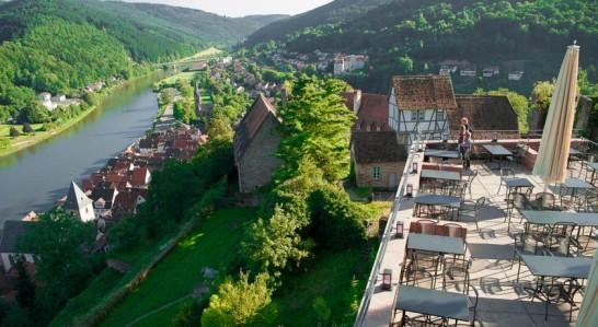 SchlosshotelHirschhornTerace 546x299 憧れの中世を体験!ドイツ厳選の泊まれる14の古城ホテル!