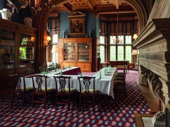 Schlosshotel Kronberg room 546x409 憧れの中世を体験!ドイツ厳選の泊まれる14の古城ホテル!