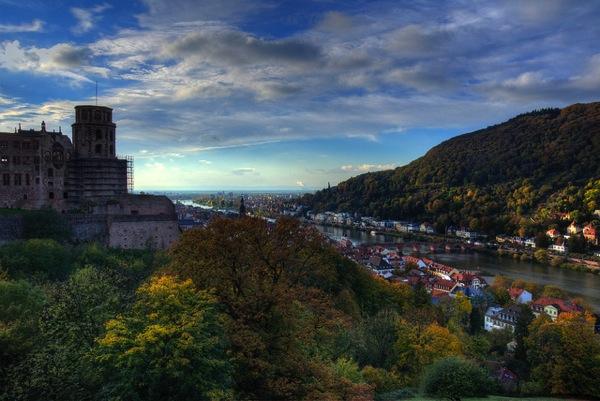 heidelberg brongaeh どう見てもラピュタ…天空に浮かぶホーエンツォレルン城とは?