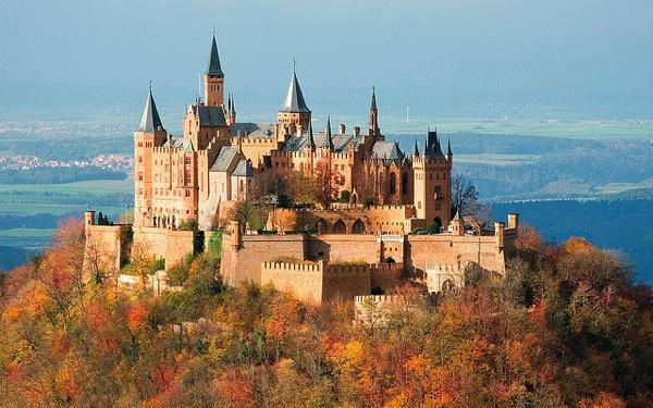 hohenzollernCastle Jim Trodel どう見てもラピュタ…天空に浮かぶホーエンツォレルン城とは?