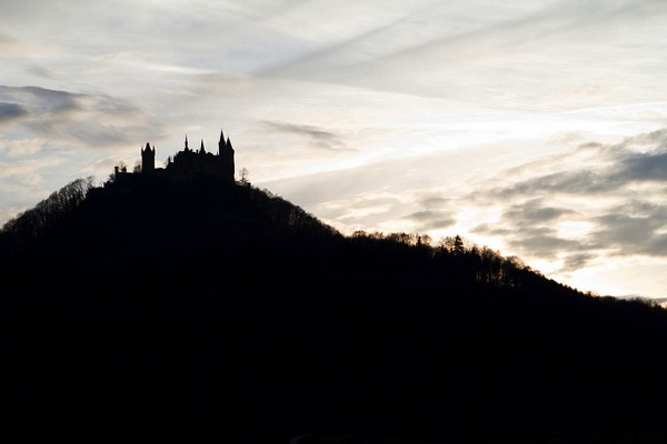 hohenzollern Stefan Kellner どう見てもラピュタ…天空に浮かぶホーエンツォレルン城とは?