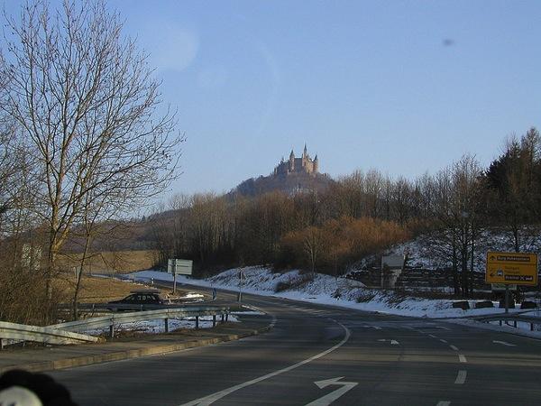 hohenzollern m.rauh  どう見てもラピュタ…天空に浮かぶホーエンツォレルン城とは?
