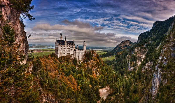 neuschwanstain Kay Gaensler どう見てもラピュタ…天空に浮かぶホーエンツォレルン城とは?