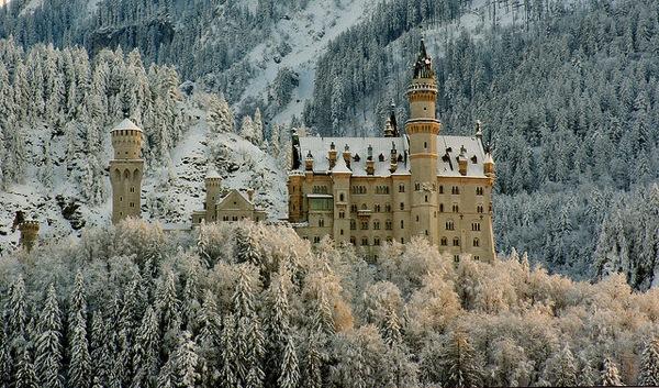 neuschwanstein Luis Miguel Justino どう見てもラピュタ…天空に浮かぶホーエンツォレルン城とは?