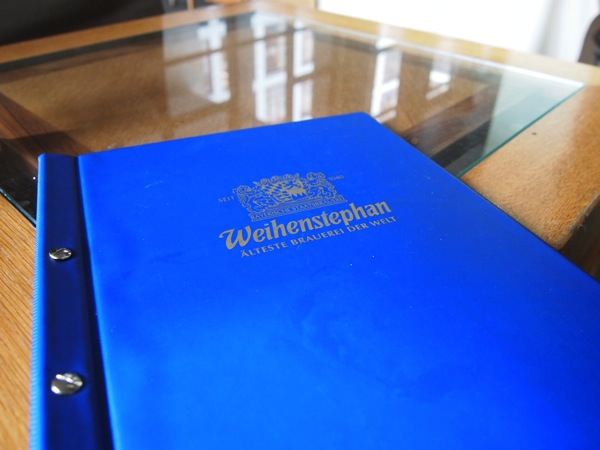P3047705 各国の首脳も愛したカリーブルストが味わえるベルリンのレストランとは?